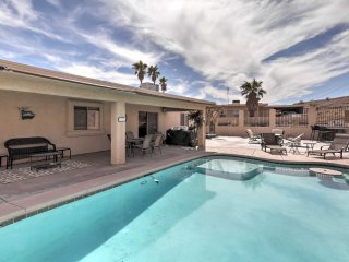 3BR Mins to Lake Havasu w/Boat Parking & Fire Pit