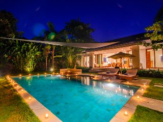 Stylish Beautiful 5, Private 5 Bedroom Villa, Umalas;