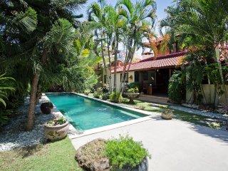 Charming Three Bedroom Villa on Jalan Double Six; 200m to the Beach