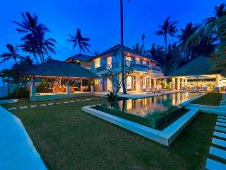 Luxury 4 Bedroom Villa2 Waterfront - Candidasa