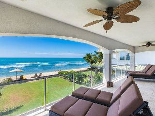 Large Gorgeous Gated-Estate Perfect for Larger Groups, Right on the Beach!