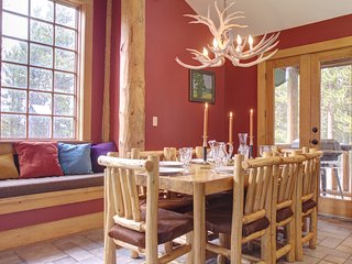 *** Ski right in to this superb 5BR chalet on Peak 8, sleeps 11+ ***