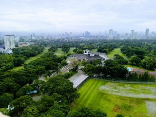 1 Bedroom Condo located in front of Golf Course, near Shopping Malls
