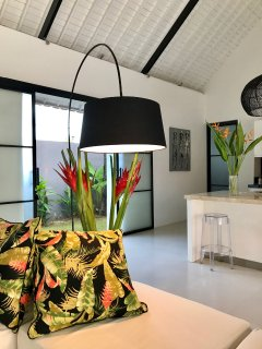 Tropical flowers from the garden are used to decorate the Villa during your stay