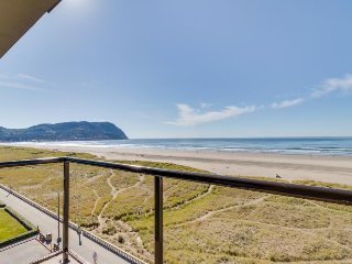 Beautiful oceanfront, dog-friendly condo w/ shared pool, & hot tub