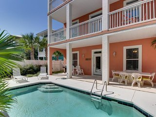 Spacious house w/ private pool only 1 block away from the beach!