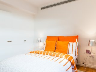 LIKED! DELUXE SUITE WEST END BRIGHT 3BED 2BATH LIFT