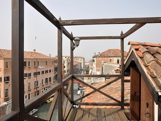 Altana -  elegant apartment in the Cannaregio district, covered roof-terrace