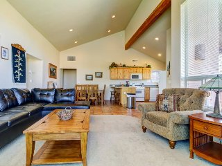 Dog-friendly Rim Village townhome w/shared seasonal pool & hot tub, near Arches