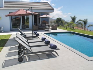 Modern stylish villa, A/C, heated pool, sunny area of Calheta | Calheta Heights