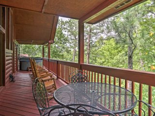 NEW! 4BR Sevierville Cabin w/Private Hot Tub!