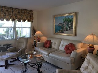 1 Bedroom, 1 Bath Condo Sleeps 4, close to the beach and intracoastal
