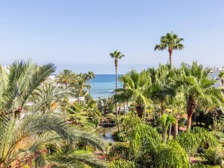 Deluxe Duplex Penthouse n0 405, en Puerto Banus, Marbella, Espana