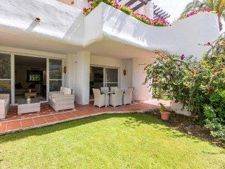 Deluxe Garden Apartment 501, en Puerto Banús, Marbella, España