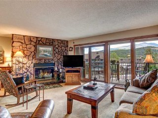 Ski-in 2bdrm condo in heart of Breckenridge w/ on-site hot tubs!