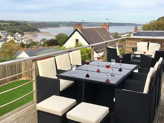 Harbour View: Luxury House in Saundersfoot - Hot Tub, Sea Views & Near Beach