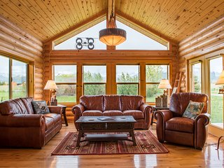Saddlehorn Cabin clean and comfortable w/ Amazing Teton Views
