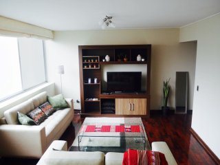 Spacious and confortable apartment in heart of Miraflores !