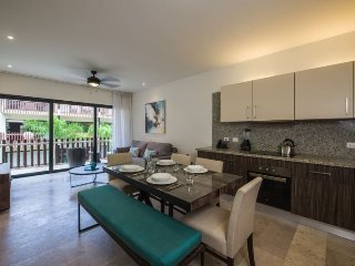 Beautiful brand new 1 bedroom condo in downtown Playa