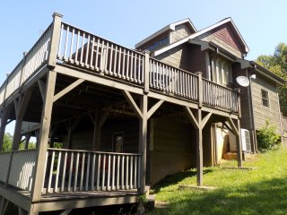 Birds Eye View Cabin has an amazing game room & decks you can see for miles from