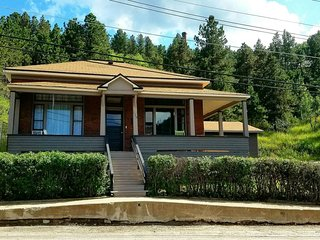 'Flower of the Hills'  Great location in Black Hills Lead SD, 1 mile to Deadwood
