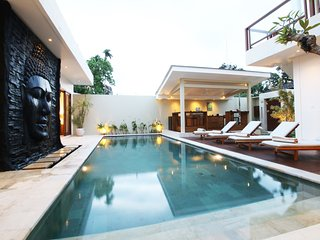 Brand New Stylish 4 Bedroom Villa with Optional Enclosed living