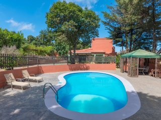Holiday cottage with private pool in Caideros