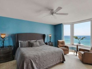 2 Bedroom Gulf Front Condo Free Beach Service Free WiFi Free Gulf World Tickets