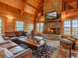 Luxury 3BR/3.5BA Private Mountain Top Lodge in Valle Crucis with Forever Views