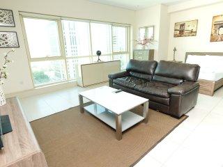 Modern Studio Holiday Apartment with Dubai Eye and sea views