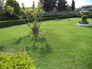 Villa for 4, quiet location, big garden, 5min from beach(car), 1km from village