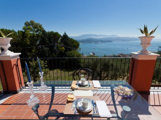 Venere azzurra, bright apartment in villa near Cinque Terre