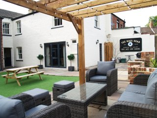 Stunning former pub complete with own bar (sleeps 22 when booked with Hayloft)