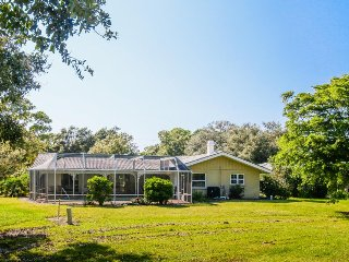 Family-friendly home near attractions w/private pool - snowbirds welcome!