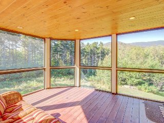 Spacious home w/ multi-level deck, mountain views, and private hot tub