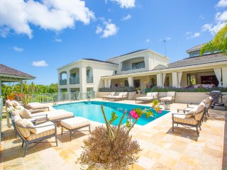 SUGAR HILL Luxury 5 bedroom villa + pool + cook