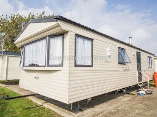 6 berth caravan at Seawick Holiday Park. In Seawick, Clacton-on-Sea. REF 27006