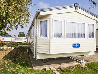 6 Berth Caravan in Seawick Holiday Park. Clacton-on-Sea. Ref: 27007