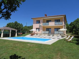 Holiday home  with pool 38 m2 with hydromassage and free 7 bicycles
