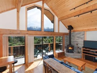 Cozy Whistler Chalet with Beautiful Mountain Views