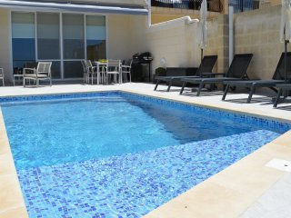 Three Bedroom Luxury Ground Floor Maisonette,Private Pool & Views