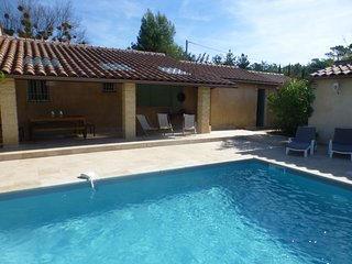 La Roc Bruyere, Bright, spacious 3 BR Villa with private pool in Luberon heart