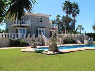 Beautiful Sotogrande Costa Villa situated on a large plot