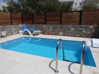Villa with private pool - Centre of Elounda, 2 bedrooms (both en suite)