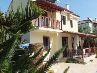 Family orientated Villa private Large  Pool  and Big  Garden  unlimetid    wifı