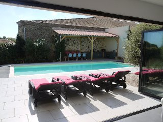 Holiday villa France with private pool near Pezenas sleeps 8