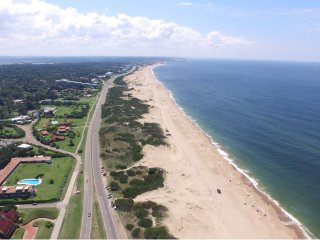 Ocean front apartment in Punta del Este Draga-Apartamento frente al mar