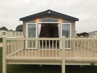 Tattershall lakes caravan with hot tub
