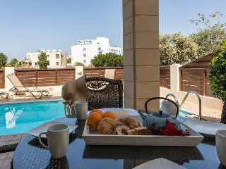 Pernera Sunrise Villa, 2 bed,pool,close to beach, close to pernera center,wifi