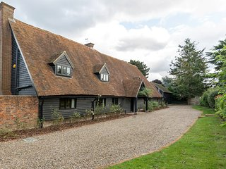 Stunning! Converted Barn Sleeps 16 - Eton/Windsor